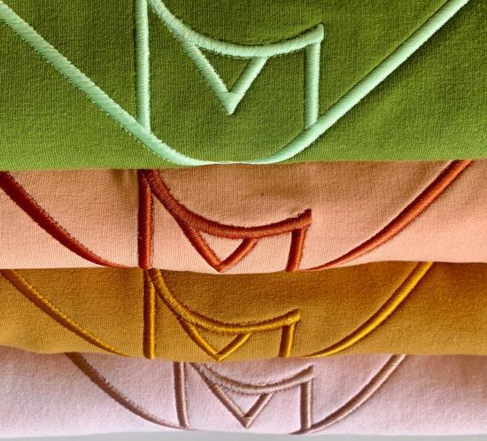 NCM Bähr Sweater rosé grün Pfirsich ocker mit Logo Strickerei